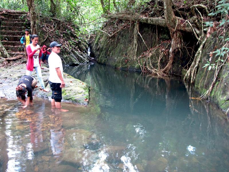 Inilah Goa Maria, salah satu sumber air bersih warga Dusun Manjau, Desa Laman Satong, Kecamatan Matan Hilir Utara, Kabupaten Ketapang, Kalimantan Barat | Foto: Andi Fachrizal